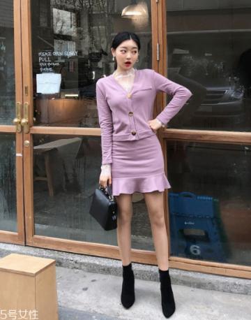 紫色针织衫怎么搭配?开春穿出浪漫甜美气息