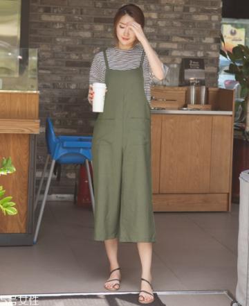 背带裤怎么穿好看?清新减龄的春日穿搭