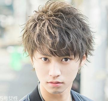 韩式男生烫发型2018款 男生纹理烫发型图片