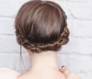 2018夏天扎什么头发最凉快 夏天扎头发简单好看