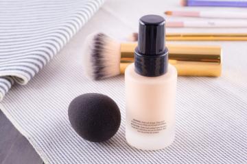 皮肤出油脱妆怎么办 出油不脱妆的化妆技巧
